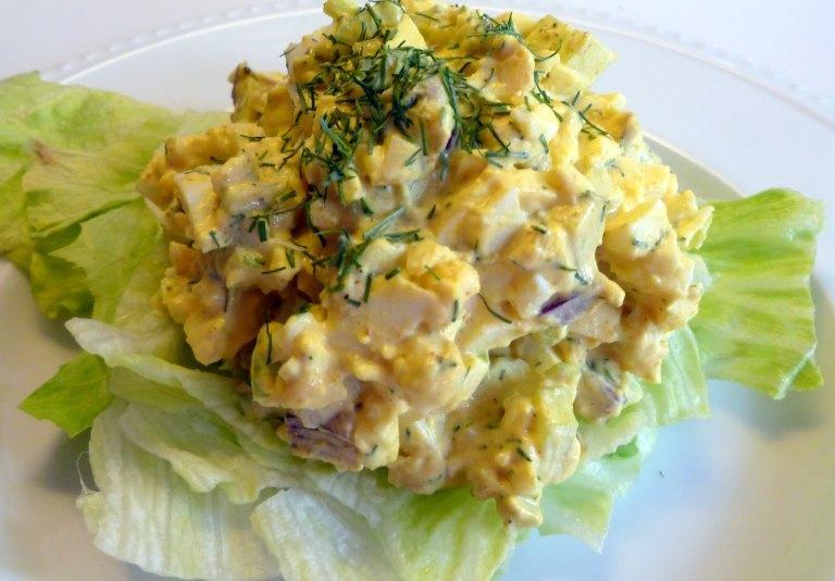 Яйчена салата с краставици