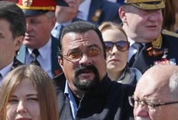 Владимир Путин даде руско гражданство на Стивън Сегал