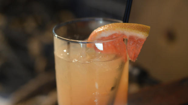 Портокалов коктейл с ликьор и сода