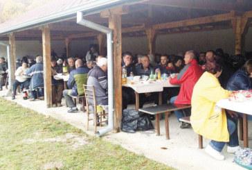 Кметът на Логодаш посрещна 800 гости на събора за Архангеловден, извади 30 литра от личната си гроздова