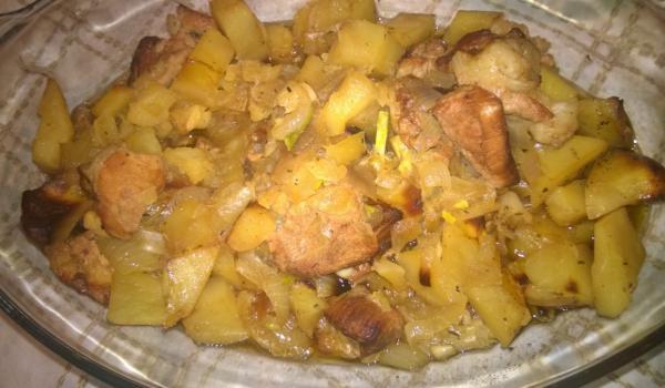 Картофи с праз и свинско месо на фурна