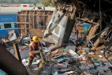 Жертвите на влаковата катастрофа в Индия станаха почти 150