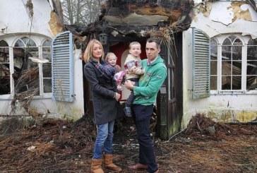 Покъртителна история! Семейство се настани в своята къща мечта, но три дни по-късно остана без дом за Коледа (СНИМКИ)