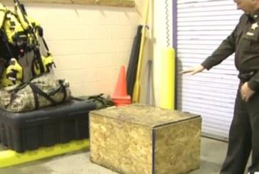 Шериф се натъкна на зловеща гледка! 3-г. момиче е държано заключено в дървена кутия (Снимка)