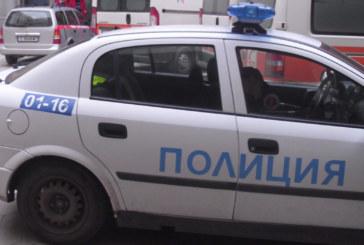 Такси спря на стоп палка в Сандански! Ченгетата претарашиха колата, 19-г. преспа на Коледа в ареста