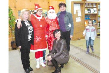 Библиотекари се превъплътиха в Дядо Мраз и Снежанка
