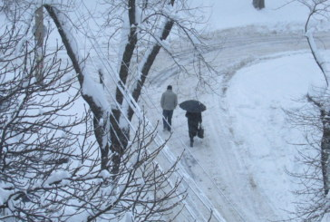 Сняг затрупа  Пернишко, селата в Радомирско без ток
