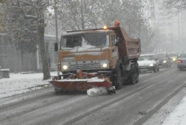 23 машини почистват улиците в община Благоевград от снега