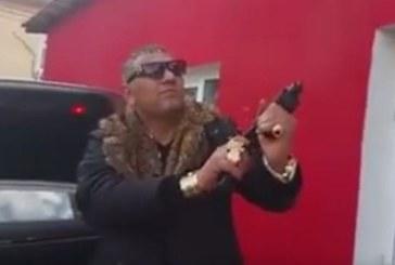 СКАНДАЛНИ КАДРИ! Ром слиза от мерцедеса, отваря багажника, вади оръжие и започва да стреля, Азис пее ли пее…/ВИДЕО/