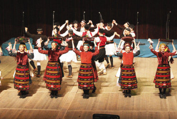 С пресъздаване на българска сватба танцовият ансамбъл на ЮЗУ предизвика фурор на студентски фестивал
