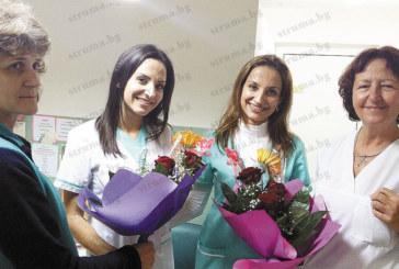 С вкусна домашна баница близначките Севделина и Борислава почерпиха за рожден ден колегите от МБАЛ – Сандански