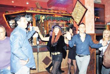 Дупничани, гастарбайтери в Италия, вдигнаха наздравици за Нова година в ресторанта на съгражданина си Б. Паризов в Милано