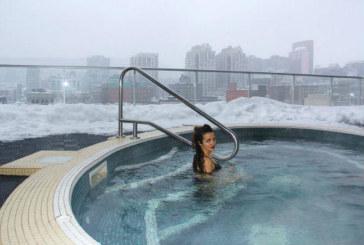 Санданският славей Райна се плацика в басейн насред снега, но къде ли…