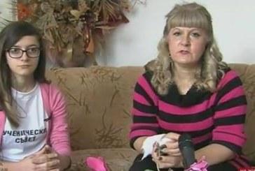 Пребитата от ромка учителка: Тя ме скубеше, риташе, удари ме в окото
