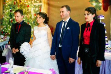 """Учителката в Математическата Х. Кади и тв операторът А. Джунин си казаха """"да"""" пред 800 гости на сватбено тържество в Брезница"""
