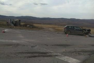 ВЕРИЖЕН СБЛЪСЪК! 3 коли и микробус се смляха на Самоковско шосе, 3-ма ранени (СНИМКИ)