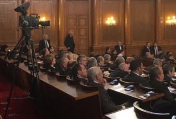 Депутатите тръгнаха на работа! Първото заседание на парламента започна