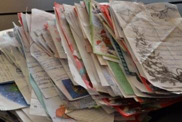 Над 600 писма пуснаха децата на Благоевград в кутията на Дядо Коледа