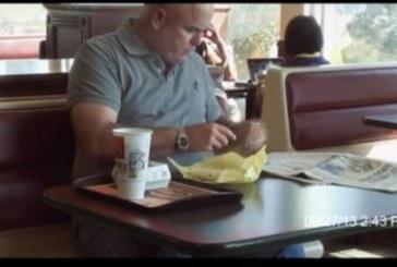 """Диетата, която """"взриви"""" youtube! Минус 30 килограма за 6 месеца с хамбургери от """"Макдоналдс"""""""