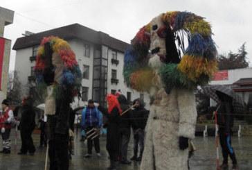 Хиляди кукери под дъжда на фестивала в Симитли