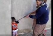 Нечувана жестокост прекрачи границата! Дете се сви в ъгъла потресено в неистов страх, баща му насочи дулото в главата му
