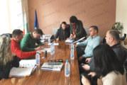 Р. Ревански отвори кметския кабинет и в неделя, за да подпише 5 договора за над 2 млн. лв. инвестиции в Белица
