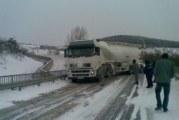 Спряха движението на товарни автомобили в Бобовдолско
