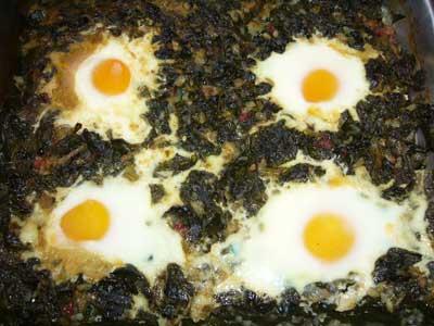 Спанак с яйца на фурна