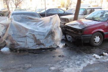 ОГНЕНО ПОКУШЕНИЕ! Семейство остана без 3-те си коли, взривиха ги
