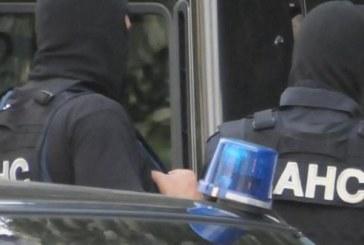 АКЦИЯ НА ДАНС И МВР! Тарашат къщи и коли в Благоевград и Перник, 7 каналджии в ареста