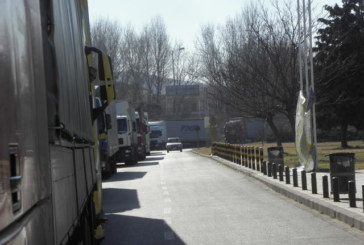 ТЪРПЕНИЕТО СВЪРШИ! Български шофьори помляха защитните бариери на Кулата, не пускат гръцки коли у нас