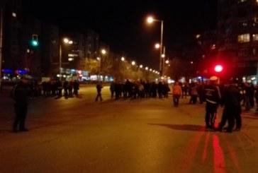"""Ужасът в София продължава! Напрежението ескалира, протестиращите в """"Красна поляна"""" блокираха кръстовище (СНИМКИ)"""
