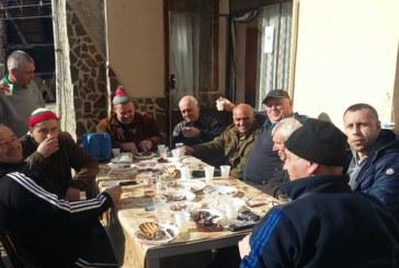 Наздравици за грозде, сладко като мед, вдигна с приятели благоевградският бизнесмен В. Николов
