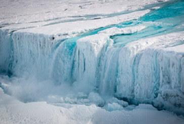 Ледът около Антарктида се сви до рекорден минимум