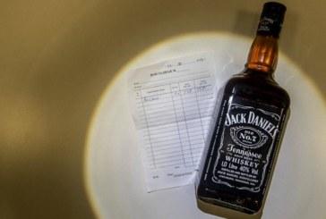 ШОК! Алкохол от бутилки с етикети на Jack Daniel's и Bacardi с метанол убиха жена, друга е в кома