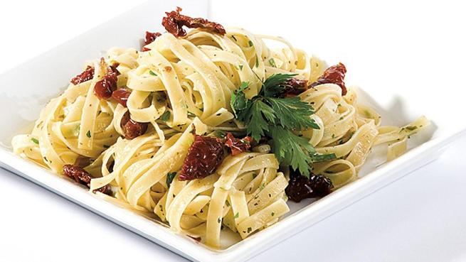 Спагети с кайма и сушени домати