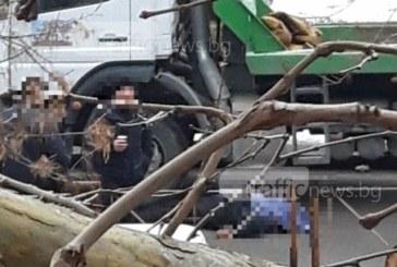 Шок и ужас! Труп на мъж плаши дечица до училище в Пловдив! (СНИМКИ 18+)