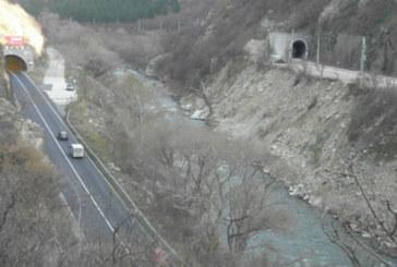 Огромна опасност дебне шофьорите в дългия тунел в Кресненското дефиле