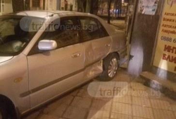 Младежи оцеляха по чудо след тежка катастрофа в центъра на Пловдив (СНИМКИ)