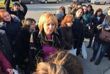 """Мая Манолова лично присъства при подписване на двустранното споразумение между италианския бизнесмен Луиджи Каприоти и представители на работничките от шивашката фирма """"Абонданца"""""""