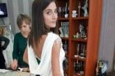 ДОБРО ДЕЛО! Красива неврокопчанка дарява абитуриентската си рокля на момиче в нужда