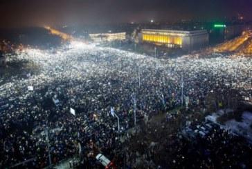 """Румъния въстана! 500 000 излязоха по улиците с викове """"Оставка"""" и """"Крадци"""""""