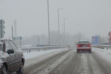 Снегът натрупа! Машини чистят пътищата в тази част на България