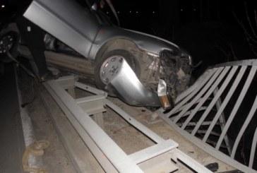 КАСКАДА НА КРЪГОВОТО КРАЙ БЛАГОЕВГРАД! Парапет спря кола да полети в река Струма от 7 метра височина
