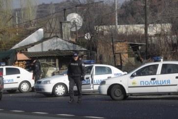 ГЪМЖИ ОТ ЧЕНГЕТА ПО Е-79! Полицаи с бронежилетки спират всички джипове