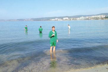 Орлетата се топнаха в морето за награда след първата победа в Турция