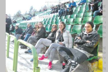 Гадже на кочериновски футболен национал рожденик пропътува 100 км да снима дебюта му за България