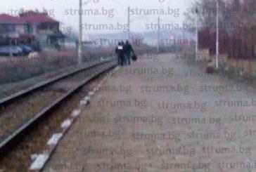 18-г. момиче, блъснато от влак в Благоевград, говорело по телефона, докато пресича (СНИМКИ)