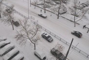 В София пак заваля сняг, хиляди без ток и парно
