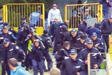"""РЕТРОПРЕДУПРЕЖДЕНИЕ! Преди  9 месеца фенове на """"Левски"""" и полиция се млатиха в Благоевград, 7 униформени в болница, 8 ултраси в ареста"""